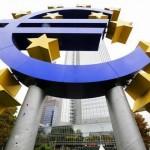 Euro scende su voci taglio tassi BCE