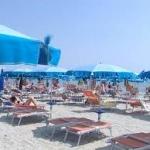 Vacanze low-cost e brevi. Italiani tagliano budget