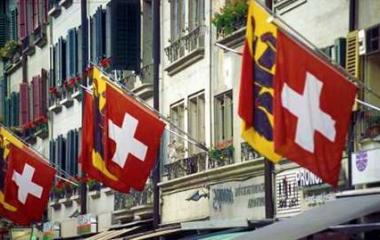 Svizzera, referendum boccia tetto stipendi manager