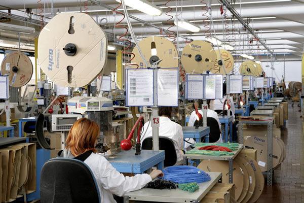Pmi manifatturiero Italia sale a dicembre ai massimi da 32 mesi